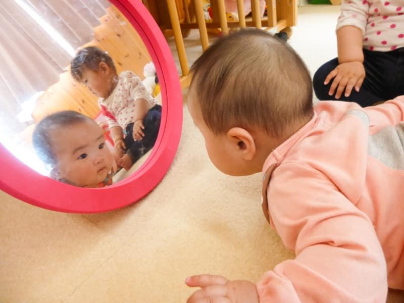 鏡の中(保育時間)